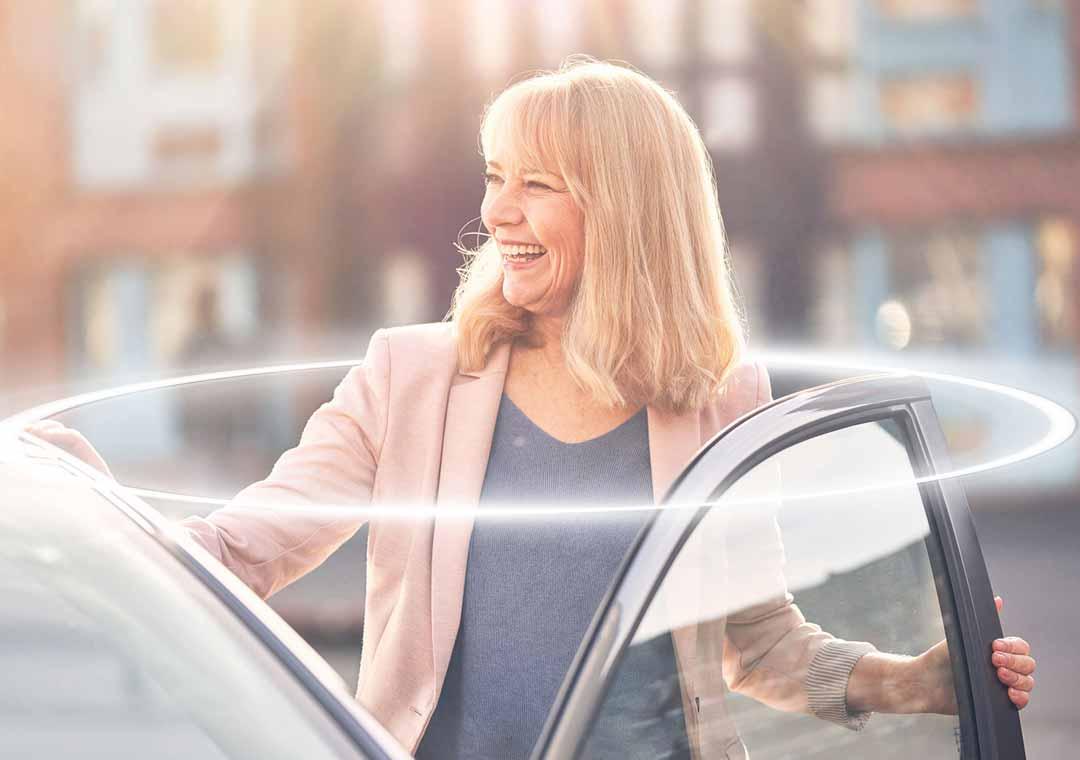 Woman smiling Mirage door